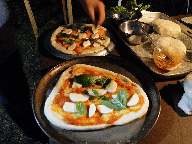 釜焼きピッツァ作り体験でお客さんが作ったピッツァ