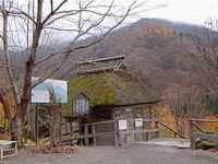 馬曲温泉にある水車小屋